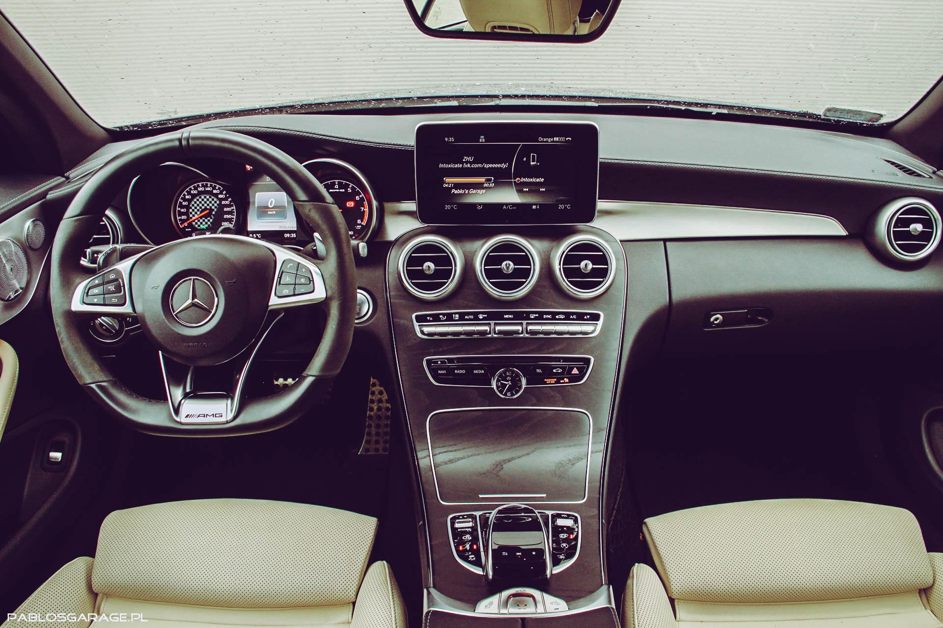 Mercedes C43 wnętrze