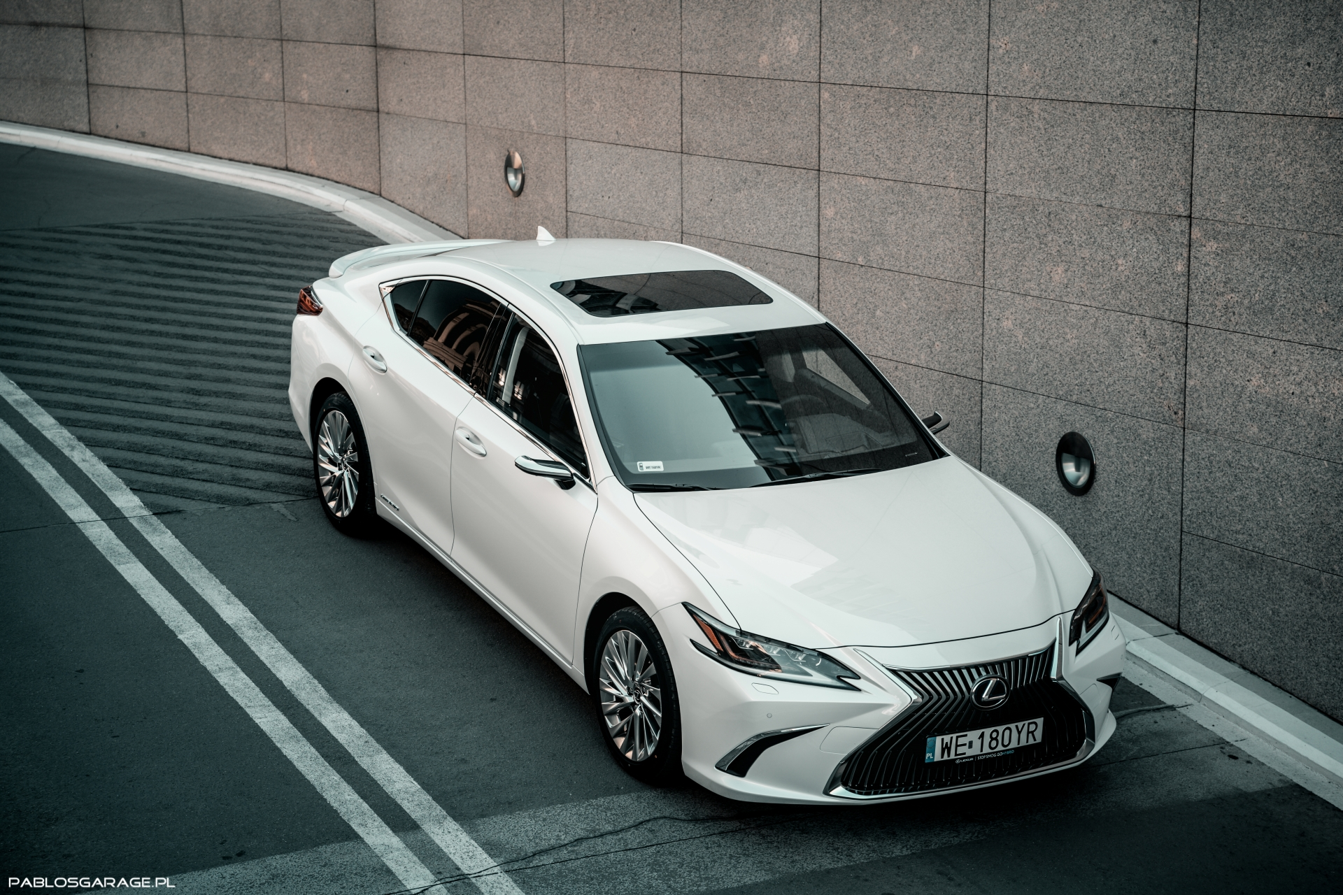 Lexus ES300h Omotenashi cyfrowe lusterka