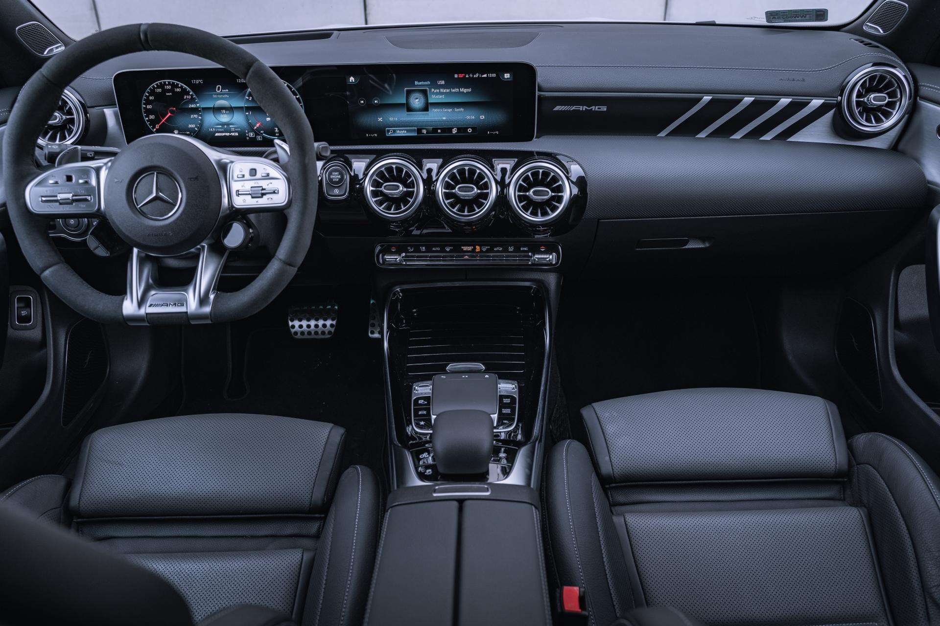Mercedes CLA45S AMG Shooting Brake 421 KM